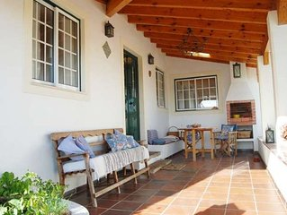Cozy holiday house in old town Sao Martinho, away from the crowds