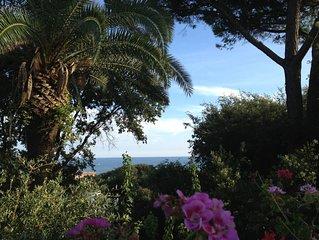 Villa immersa nel verde con vista mare, ideale per soggiorni ed eventi