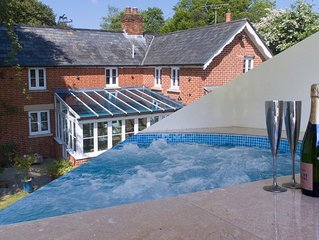 Cottage With Indoor Swim Spa in New Forest National Park for families or couples