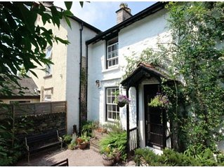 Windermere centre. 3 Bedroom Grade 2 Listed Cottage with a Log stove