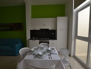 appartamento con una stanza, terrazza condivisa, aria condizionata&ascensore