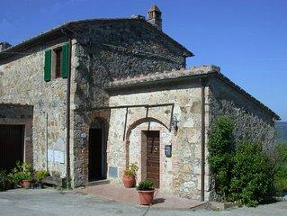 Wunderschönes restauriertes Landhaus mit freiem Blick in der Nähe von Siena