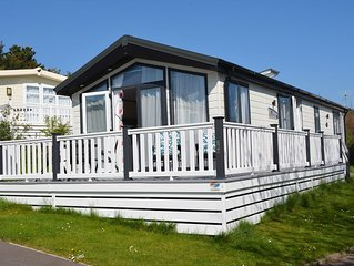 Modern 2 bedroom Lodge on the stunning Shorefield Country Park, Hampshire