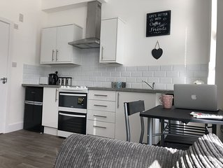 Modern Central 1 Bed Flat Close to the Beach 3A