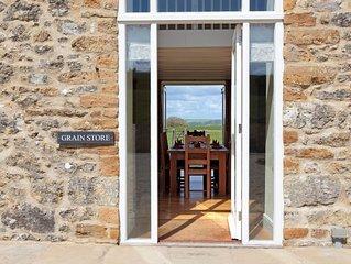 THE GRAIN STORE barn conversion (sleeps 6 in 3 bedrooms; 2 king & 1 twin)