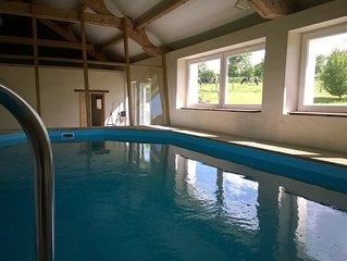 Maison en pleine campagne, avec piscine couverte et chauffee.
