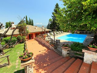 Wonderful private villa for 10 guests with private pool, WIFI, A/C, hot tub, TV,