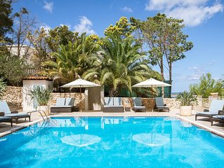 Luxury private 5 bedroom Villa with indoor & outdoor pools, A/C, BBQ,