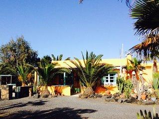 Maison tranquille a Lajares avec piscine face a la nature