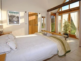 Oak Lodge, Goodwood -  a cottage that sleeps 2 guests  in 1 bedroom