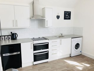 Modern Central 1 Bed Flat Close to the Beach 3B