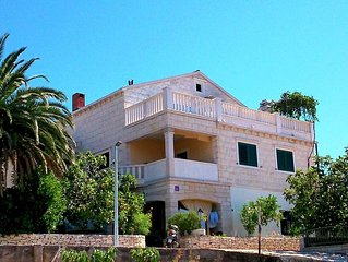 Four bedroom apartment with terrace and sea view Sumartin (Brač) (A-11387-a)