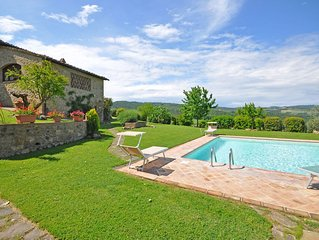 Villa in Pancole with 4 bedrooms sleeps 10