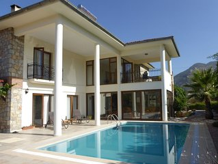 Spacious detached villa with outdoor yoga area, private pool and garden