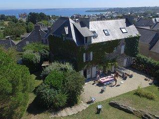 Grande maison de caractère avec jardin et vue sur mer