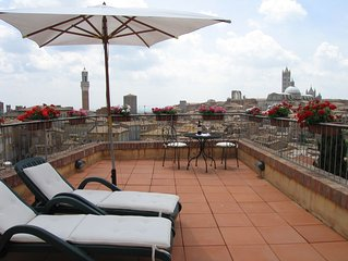 'Tuscanflat,SienaVistas' in Siena City with spectacular terraces on all old city