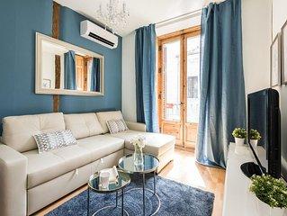 El Pez apartment in Gran Via with WiFi, air conditioning & balcony.