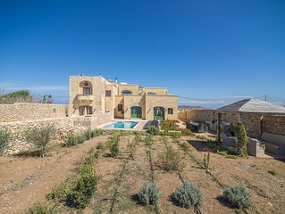 Semi-detached seven bedroom traditional farmhouse with garden, pool & sea view
