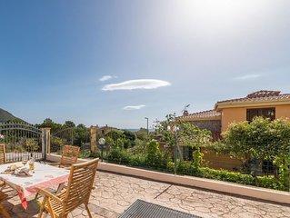 2 bedroom Villa, sleeps 8 with Walk to Beach & Shops