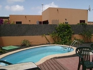 Spacious Detached Villa With Private Pool, and FREE Wifi and UKTV - 64 channels