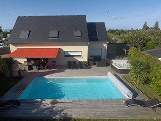 Belle maison avec piscine chauffee et SPA, a 200 metres de la plage
