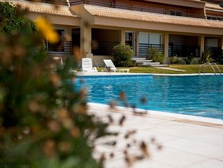 Comfortable 1 BR, sleeps 4 in Cascais - w/Pool and Sea Views
