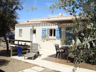 Maison avec jardin , plage de sable fin à pied, 400m