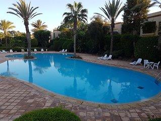 Un havre de paix de haut standing, vue sur jardin et piscine...