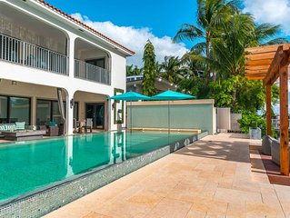 Luxury Villa with Pool sleeps 12. Must seen!