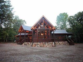 Wisdom Creek - 4 Masters (Sleeps 14, 4,500 sq. ft., Spacious, Games, Hot Tub)