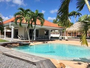 Villa Carouge pour 4 à 9 personnes avec piscine Lagon, carbet et terrasse.