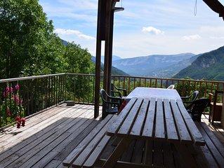 PROMO - Chalet de montagne au calme, spacieux, avec terrasse et vue sur la vallé