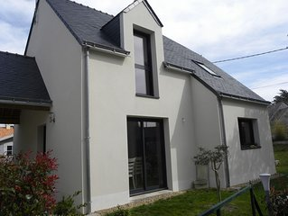 Maison moderne située sur la côte sauvage