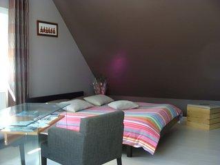 Suite Parentale avec Baignoire Jacuzzi + SDD Séparée + 1 Chambre Double Luxe