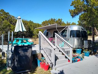 Adorable Airstream with private deck nestled along lone man creek with access