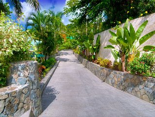 Luxury Mango Manor Estate, 2 Bedroom Guest House and Private 1 Bedroom Suite