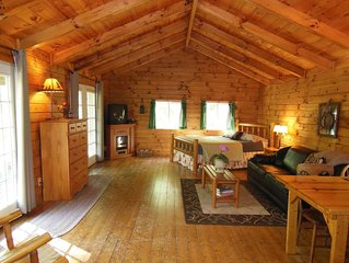 Hocking Hills Romantic Bliss Cabin - Pet Friendly - 4 miles to Old Mans Cave