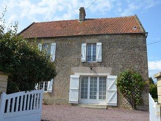 Jolie maison en pierre, 3 chambres, 2 salles de bain avec un grand jardin clos
