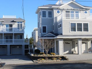 2nd off the beach 5 bed 3 bath w/ Pool Sleeps 19!  Parking galore!