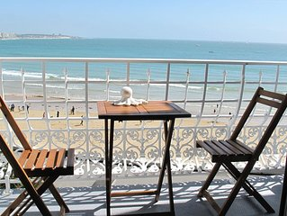 Face plage, appartement classe 4****, vue superbe sur la baie, Wifi, parking