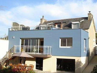 Maison moderne et spacieuse avec jardin et belle vue sur mer