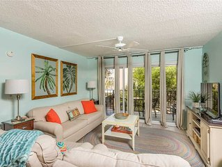 Spacious and Oceanfront Condominium with Pool, Beach Access, Fitness Center, Ten