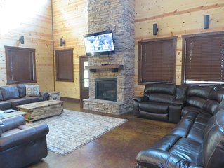 MULTI-FAMILY LUXURY CABIN~6 MASTERS~3 STORIES~ROOM FOR EVERYONE! SLEEPS 22