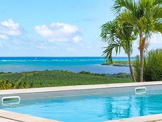 Villa de charme au coeur de la nature tropicale avec piscine et belle vue mer