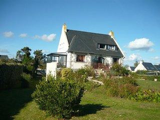 Villa a l'Ile Grande, sur la Cote de Granit Rose avec vue mer .