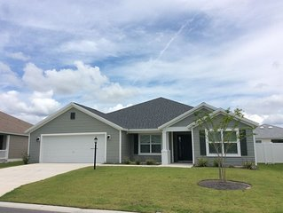 Beautiful small dog friendly 3 Bdrm 2 Ba & Den home with WiFi!