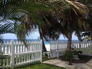 villa a 4m de la plage avec sa piscine, proche de toutes commodites