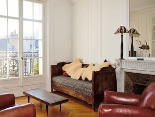 Traditional french style flat family/pet friendly near Eiffel Tower