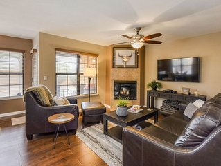 NEW LISTING! Updated condo w/ shared heated pool, hot tub, tennis, & gym