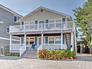 OCEAN BLOCK 6th From Beach - Newly Furnished 3 BR, Sleeps 8 (2nd Fl of Duplex)